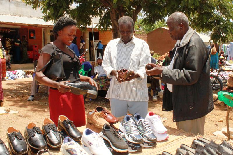 Daniel fikk penger for å kjøpe sko til denne forkynneren.