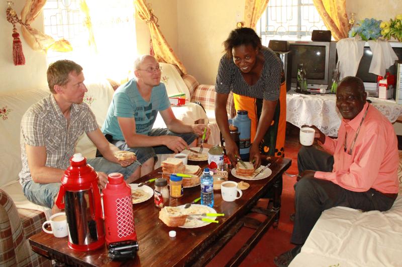 Siste felles frokosten i stuen til Daniel