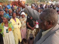 Daniel Masaga innbyr mennesker til frelse